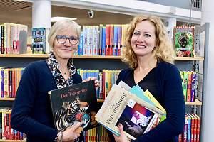 Foto: Michael Günther// Ellen van der Loos (Ltg.Stadtbibibliotek Nordhorn) und Simone Wrede